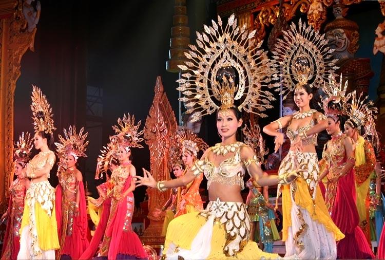 tayland-pattayya-dostoprimechatelnosti-shou-transvestitov